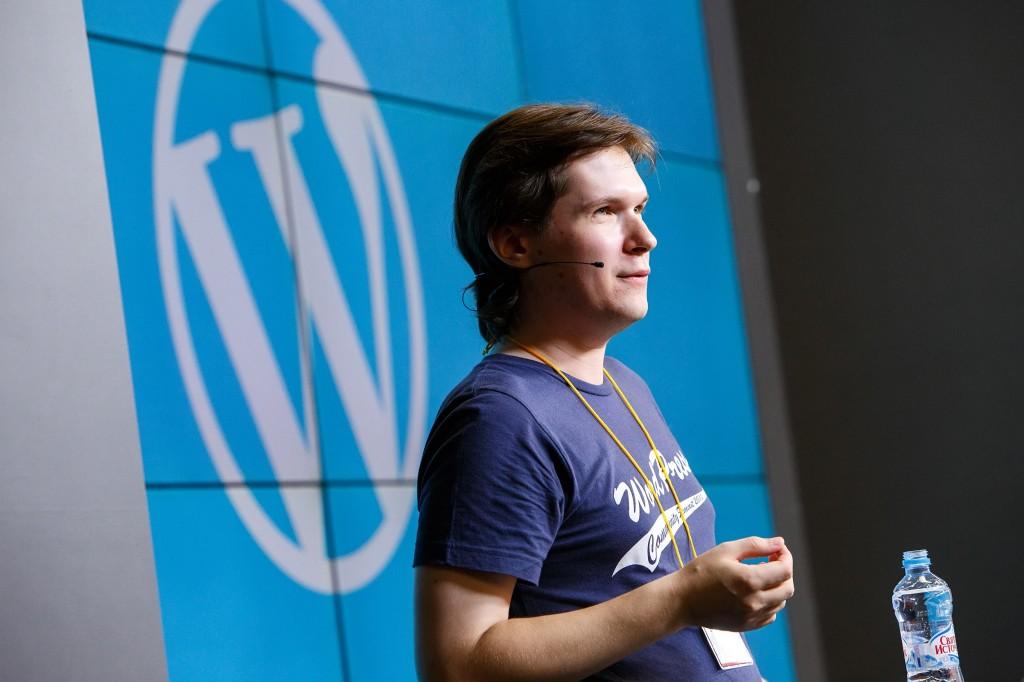 Сергей Бирюков на сцене WordCamp Russia 2013